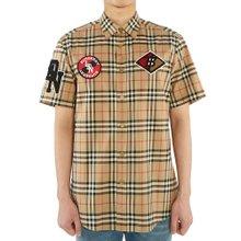 [버버리] 로고 그래픽 빈티지 체크 COMBE 8024531 A7028 남자 반팔 셔츠