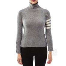 [톰브라운] 사선 완장 FKA117A 00011 055 여자 긴팔 캐시미어 터틀넥 티셔츠